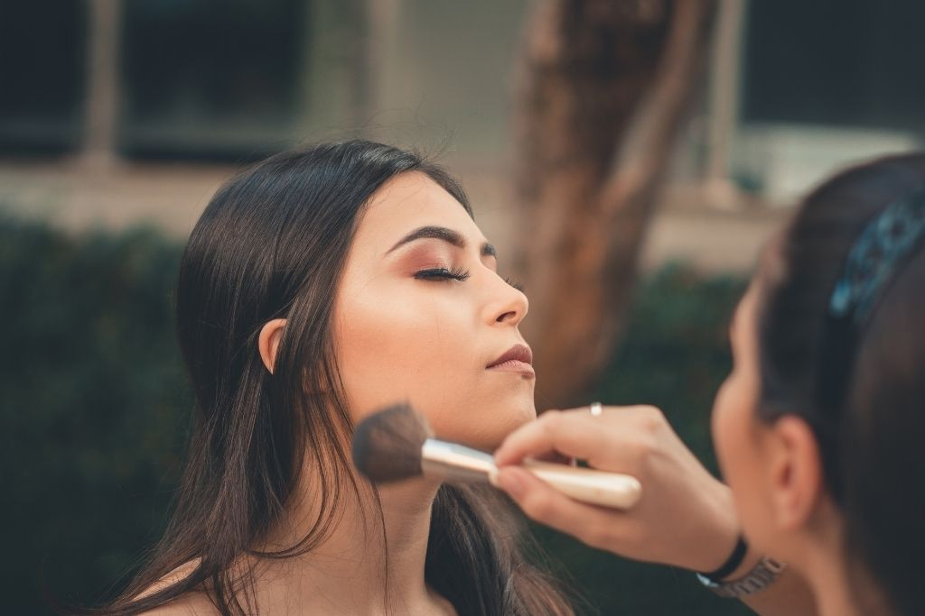 discover woman by makeup